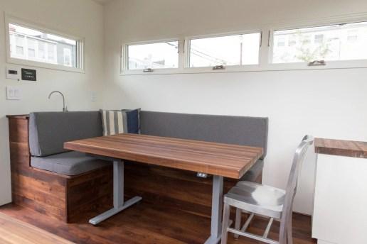 Vielseitig einsetzbarer Tisch. (Foto: Minim)