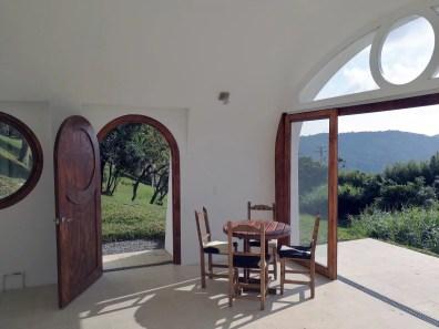 Große Fenster gibt es zum Teil auch. (Foto: Biotekt)