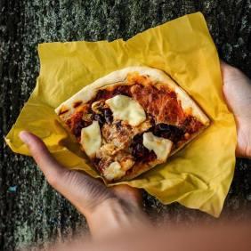 Pizza verpacken - kein Problem. (Foto: Toff & Zürpel)