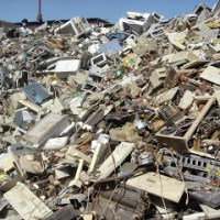 4 Ways to Minimize Electronic Waste