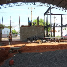 Warehouse 091116: Steel frame for the office and showroom area. Floor surface for main warehouse area being laid.