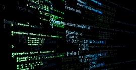 Ecran d'ordinateur avec des lignes de code - logiciel
