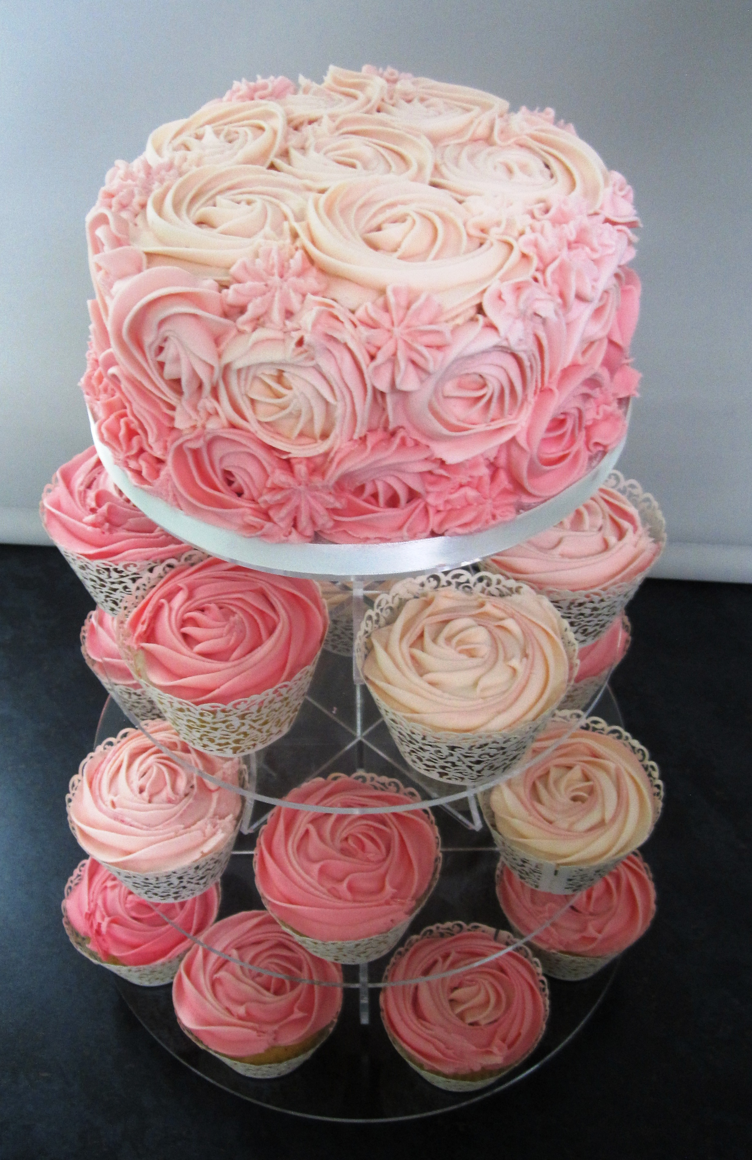 Pink Rose Cupcakes And Cutting Cake Green Kitchen Cakes