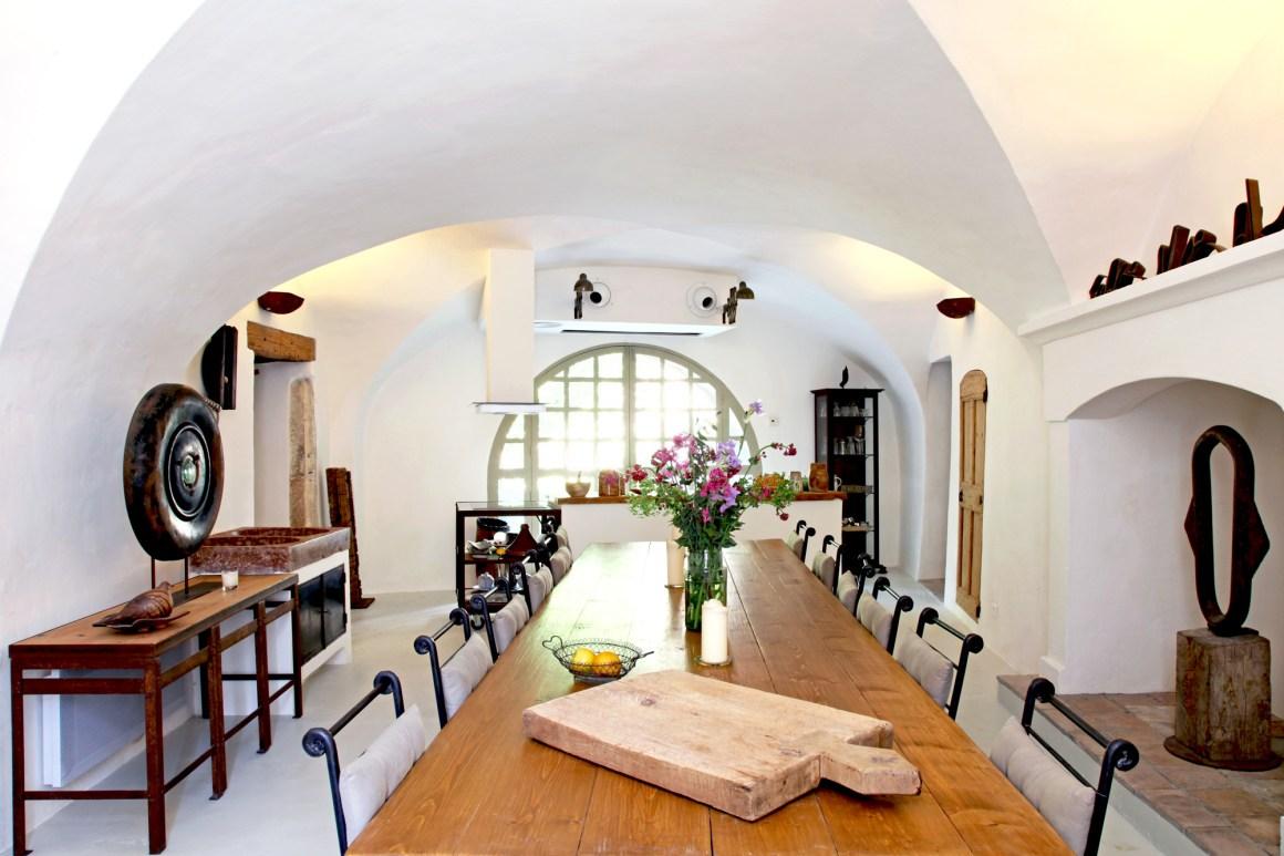 Salle à manger, maison d'hôte Au Ralenti du Lierre, dans le Luberon.
