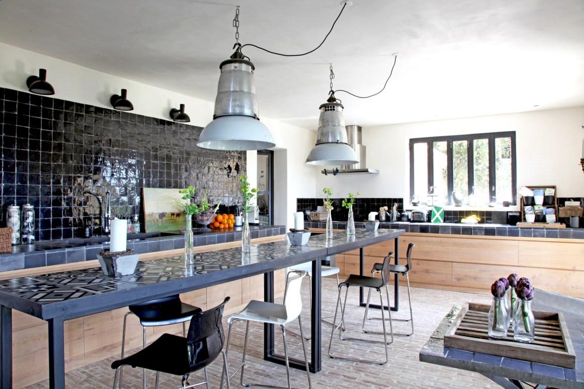 Cuisine, maison d'hôtes Le Mas de la Tannerie à Gordes, dans le Luberon.