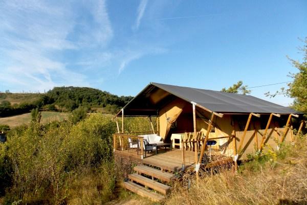 Une tente Safari, domaine Les Quatre Toits, dans le Tarn-et-Garonne. © Les Quatre Toits