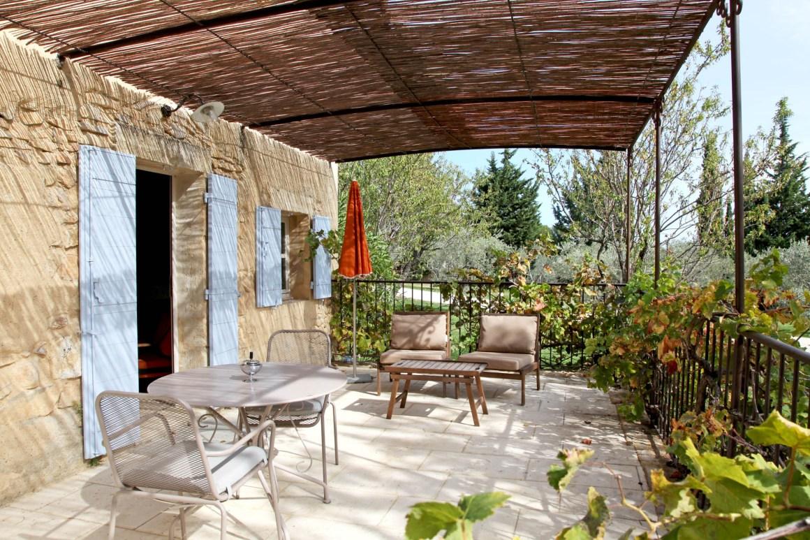 """Terrasse de la suite """"Le Cabanon"""", hôtel Le Hameau des Baux, Alpilles, Provence."""