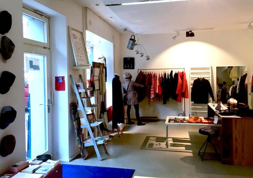 Podcast - Upcycling Fashion Store Berlin / Roaming through the store