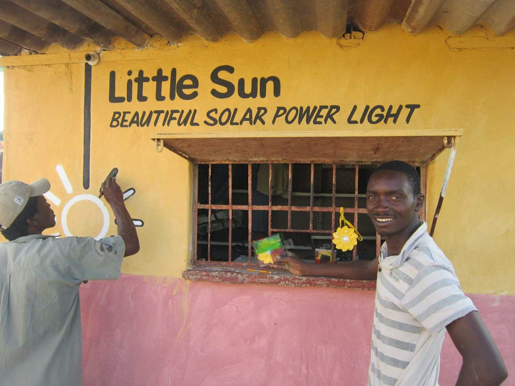 Little-Sun-Original-in-Zimbabwe_credit-Edwin-Sithole