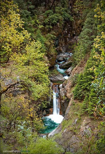 The turquoise Bridh Nala waterfall