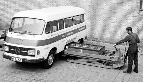 Mercedes trying battery swap on electric buses back in the 70s
