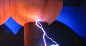 Static Discharge from a Van de Graaf Generator