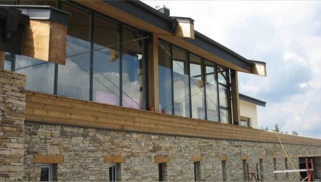 Beautiful Studio Apxé House Produces Zero Emissions