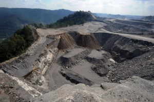 Mountaintop removal mining site  photo by: AP Photo/Jeff Gentner
