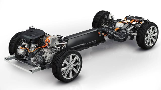2015 Volvo XC90 T8 - Who says you can't have performance and versatility AND fuel economy?
