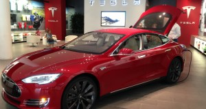 Tesla Motors sells direct in Tesla Stores. Might the company benefit from entering franchise agreements?
