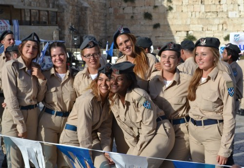 Happy Israeli youth get inducted into their army (David Kattenburg)