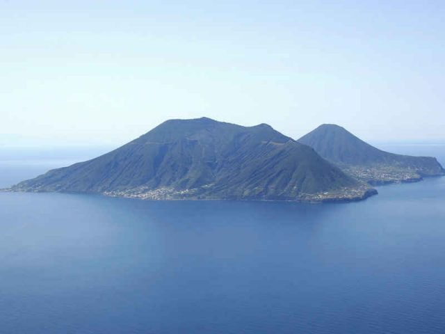 eolie - salina - greenings the islands