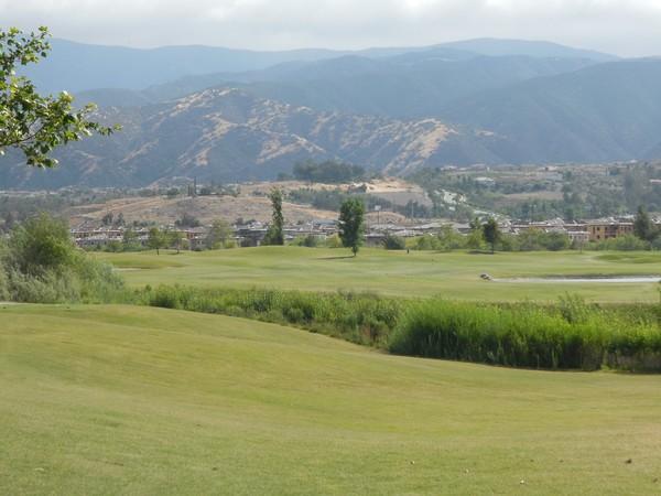 Dos Lagos Golf Club Corona, California. Hole 18