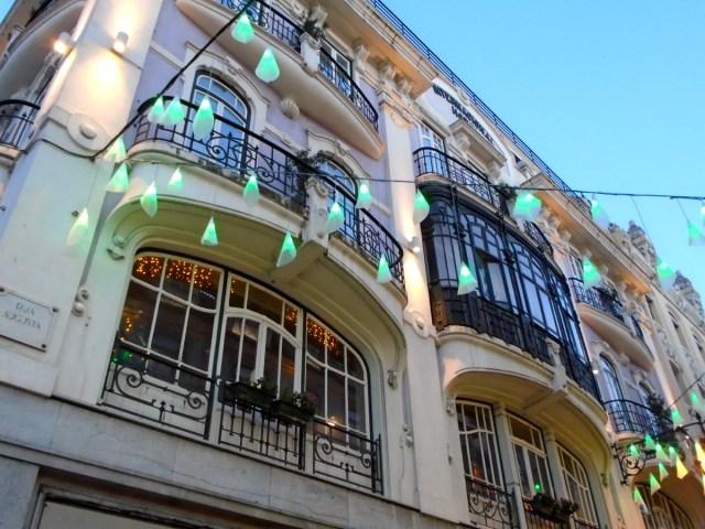 Lissabons Geschäftsviertel Baixa lädt zwar sehr zum Shopping ein, wer jedoch mehr an Architektur und Kultur erfreut, dem sei hier ebenso viel geboten.