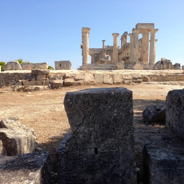Aphaia und Nektarios: Jetzt ist es amtlich. Sie haben nicht zusammengewohnt. Während der Heilige Nektarios viel Zeit im Kloster der Heiligen Dreifaltigkeit verbrachte, wurde die Fruchtbarkeitsgottheit Aphaia in ihrem Tempel auf dieser Bergkuppe verehrt.