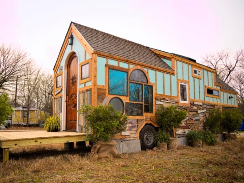 Avian Experts Nest In Tiny House In Dallas County