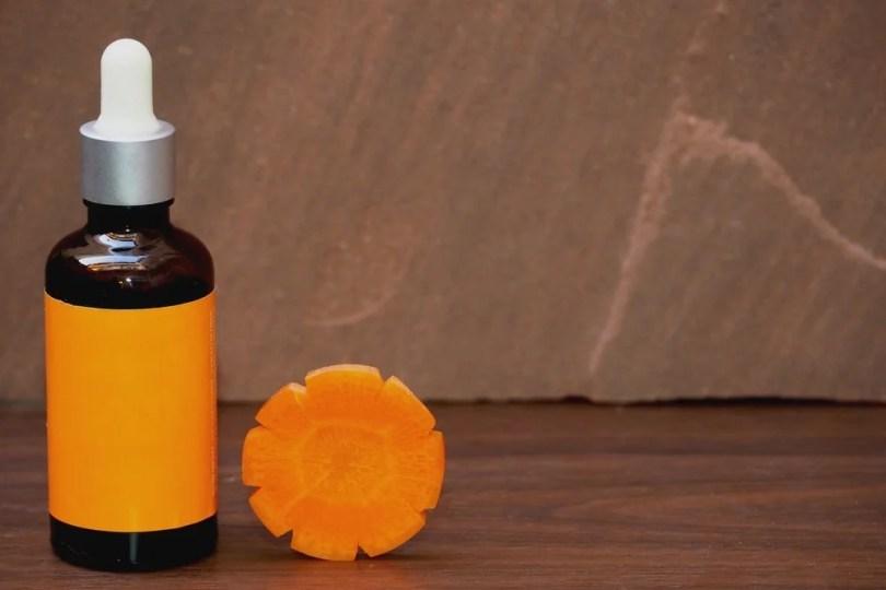 Soins beauté avec des légumes d'été : macérât huileux de carotte