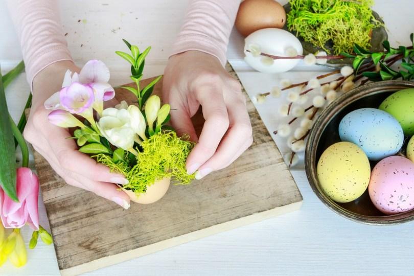 Utiliser les œufs de Pâques comme soliflores