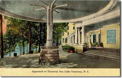 The entry to Toxaway Inn