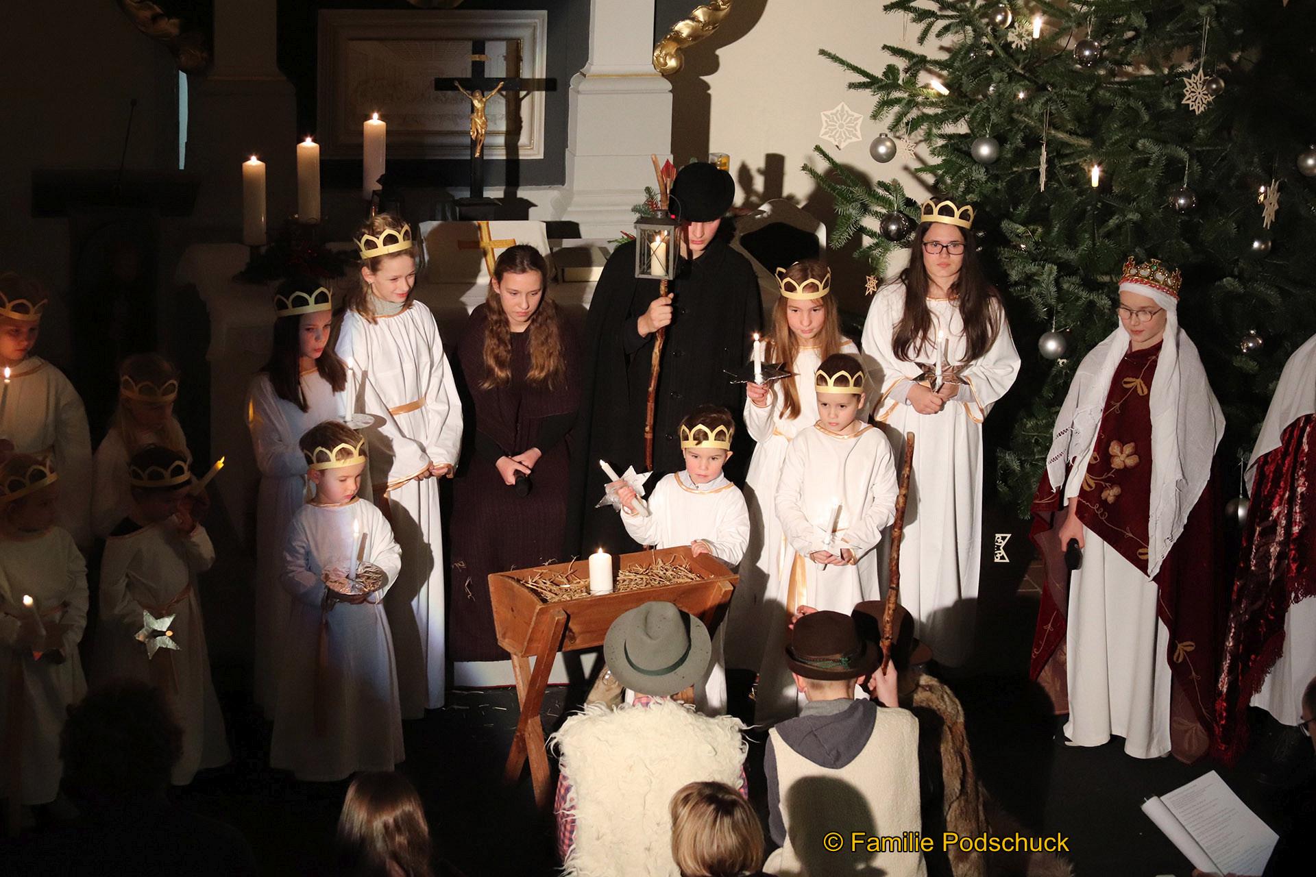 Wie an jedem Heiligabend begeisterten die Kinder in der Caselwitzer Kirche im Rahmen von zwei Gottesdiensten die große Besucherschar. Das Krippenspiel ist diese Mal unter der Regie von Christian Mende und der jungen Gemeinde entstanden.