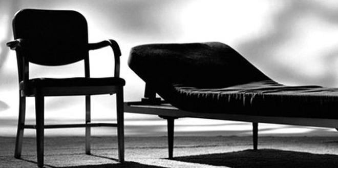 Protection du moiou reviviscence de la névrose traumatique: le mythe du cimetière indien