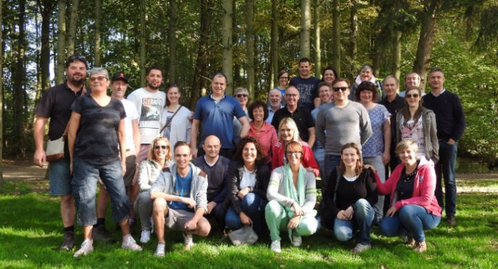 Volleybal sportgroep Vaste Vuist Lauwe op teambuilding