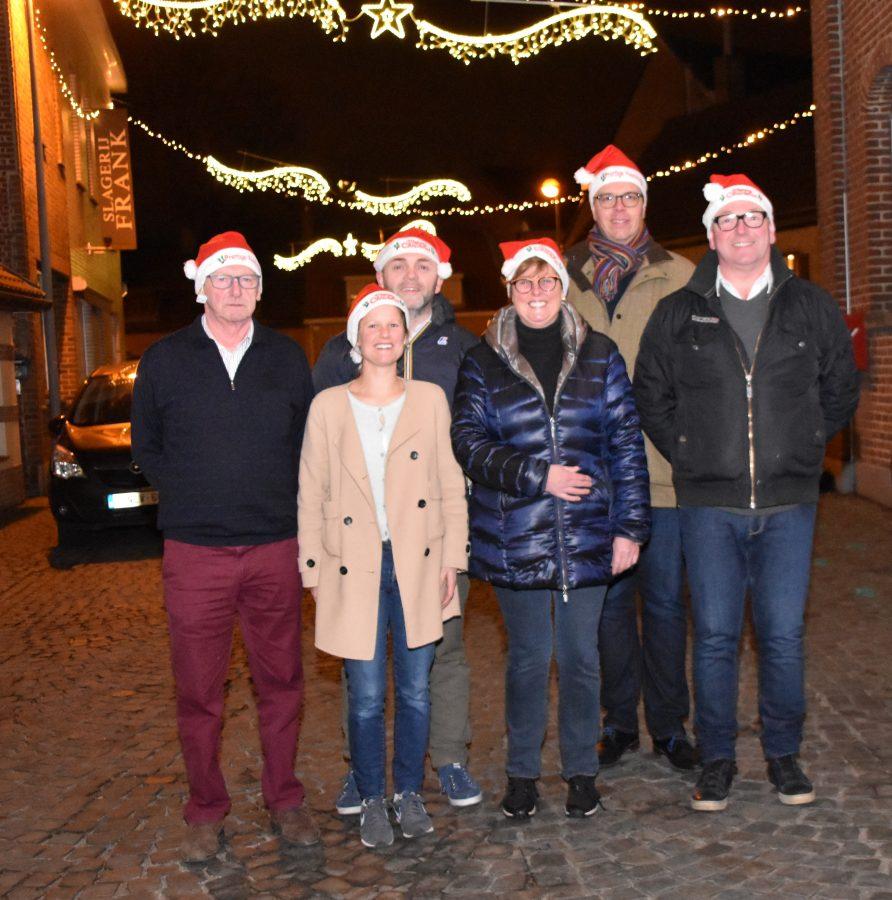 Kerstcomité Heule Watermolen brengt lichtprimeur in Kortrijk