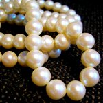 White_pearl_necklace