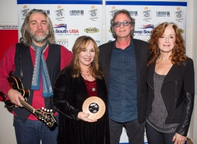 UK Americana Awards with Ethan Johns, Barry Walsh & Bonnie Raitt photo by Ed Whitmarsh