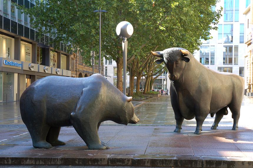"""""""Bulle und Bär,"""" photo by Eva K. (Eva K.) [FAL or CC BY-SA 2.5; via Wikimedia Commons"""