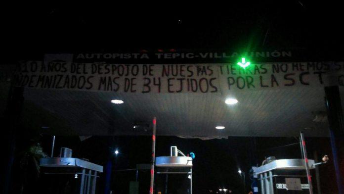Caseta de Acaponeta cumple 10 días tomada por campesinos afectados; no se cobra a vehículos (Nayarit)