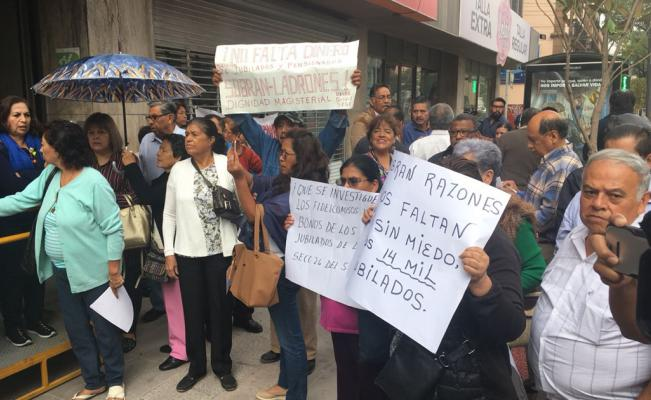 Protestan jubilados del ISSSTE (San Luis Potosí)