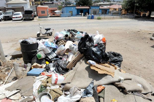 Relleno sanitario bloquea al Ayuntamiento (Baja California)