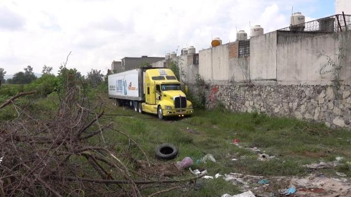Agentes de la Fiscalía General de Jalisco abandonan tráiler con 157 cadáveres sin identificar