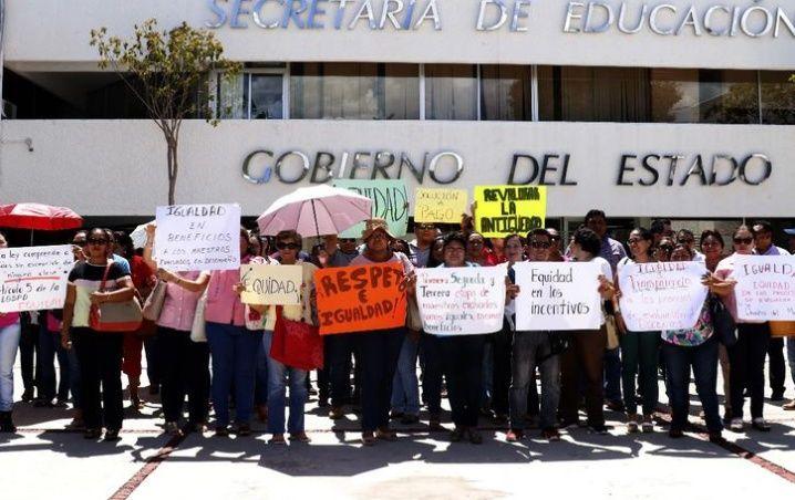 Maestros continúan con denuncias a la Segey Yucatán