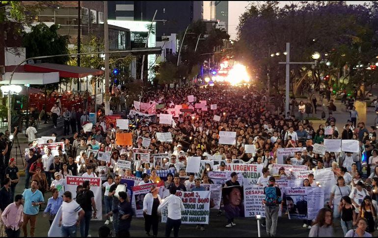 """Marchan """"para no olvidar"""" a sus desaparecidos (Jalisco)"""