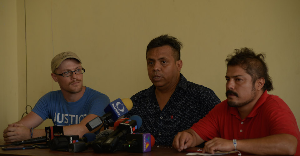 Hombres armados amenazaron afuera de su casa al defensor de migrantes Irineo Mujica