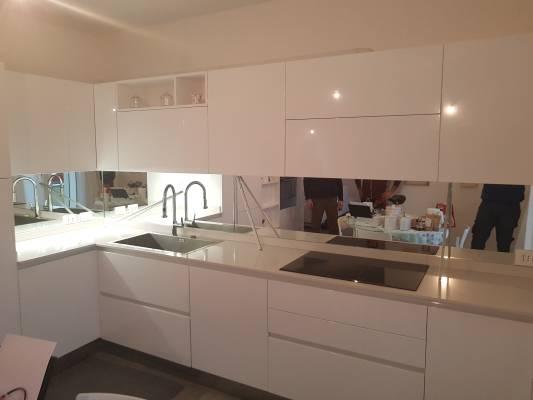 Alzatine specchiere e rivestimenti per bagni e cucine