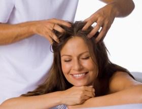 बालों में तेल लगाने के नुकसान