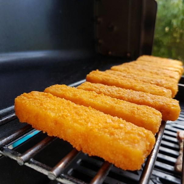 Fischstäbchen auf dem Grill