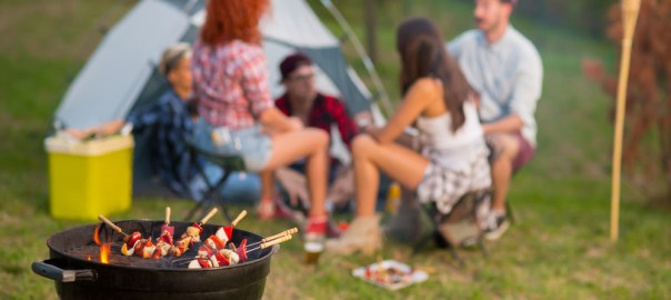 Camping Gasgrill oder Holzkohle