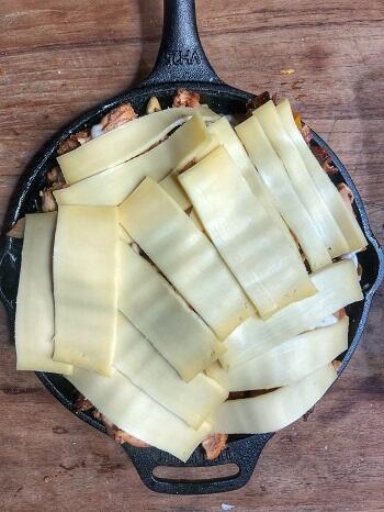 skillet met kaas