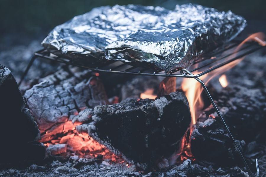 holzkohle mit grillgut