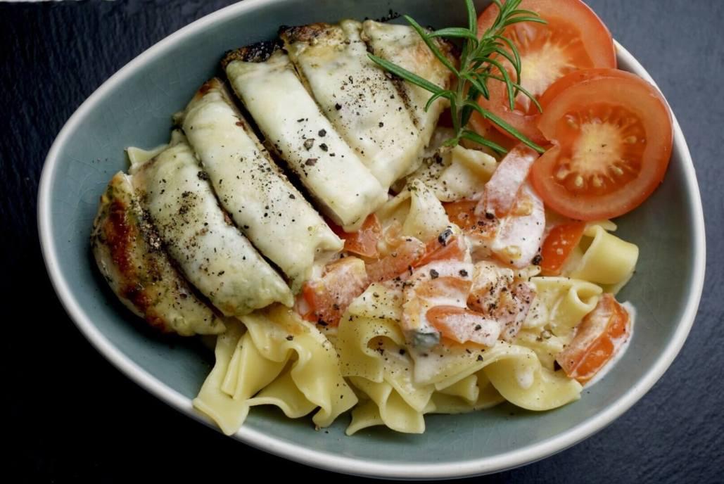 Hühnerbrust mit Gorgonzola-Nudeln